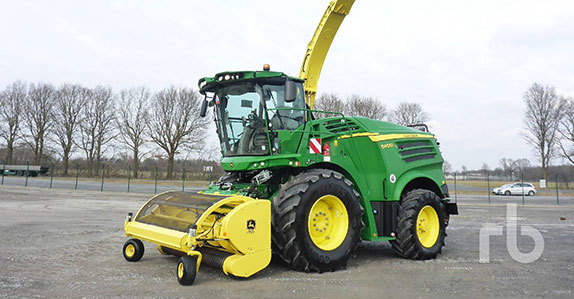 2016 JOHN DEERE 8400I Forage Harvester sold at Ritchie Bros. farm equipment auction.
